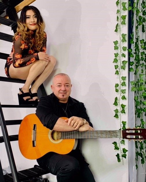 Musical duo Mary Ann and Pablo