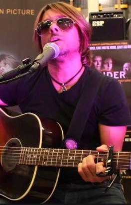 Solo musician Farren Jones