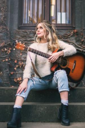 Solo artist Katty Liz